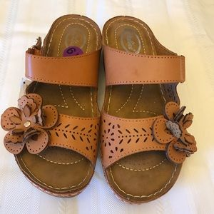 New sandals with flower